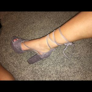Steve Madden Taupe Suede Ribbon shoes
